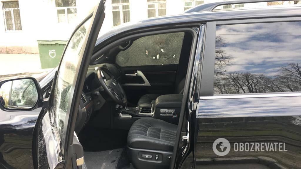 Водій позашляховика з номером АЕ1111ТГ їхав разом із сином у бік проспекту Яворницького