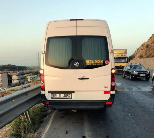 У Туреччині автобус виїхав на зустрічну.