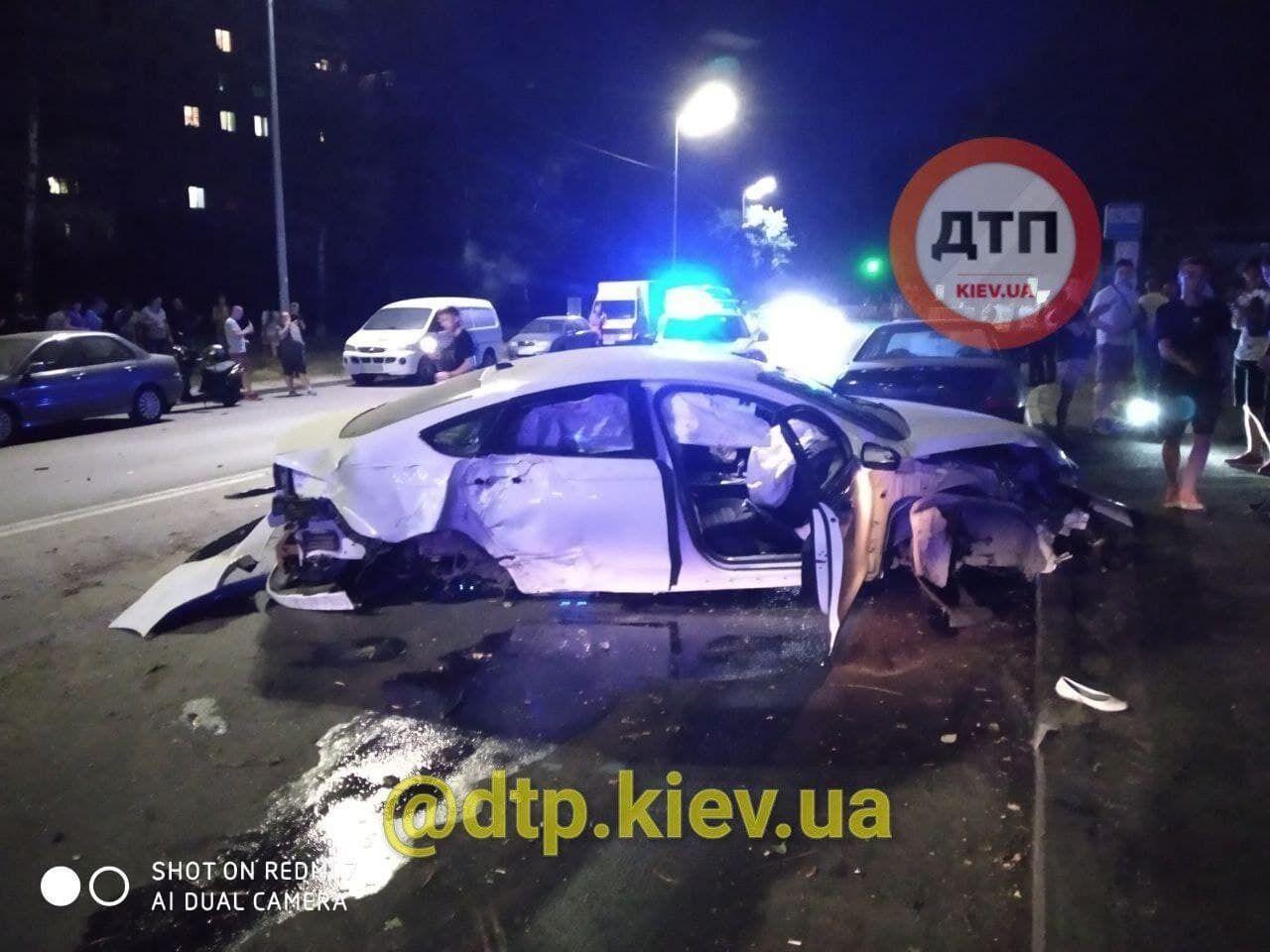 Машина, яка потрапила в аварію