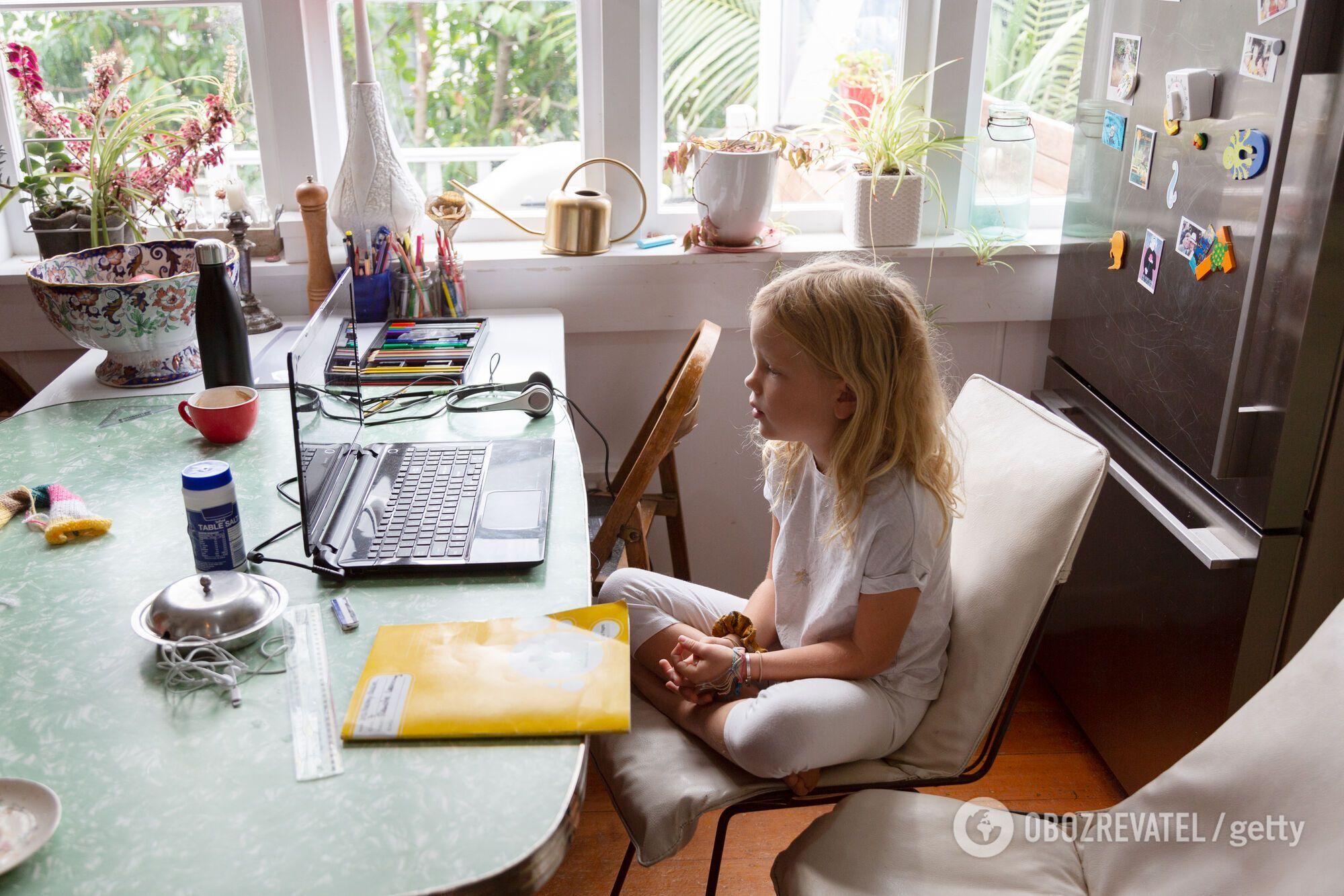 Через педагогів, які не хочуть робити щеплення від COVID-19, дітям знову доведеться вчитися вдома