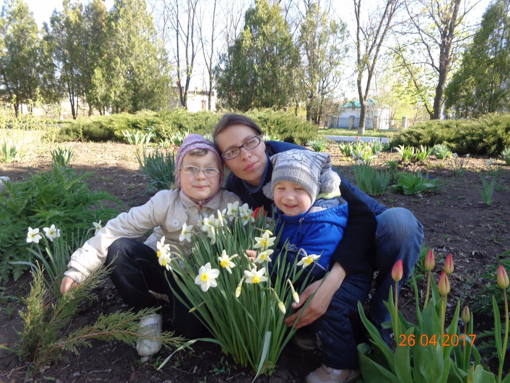Аня й Мишко з мамою