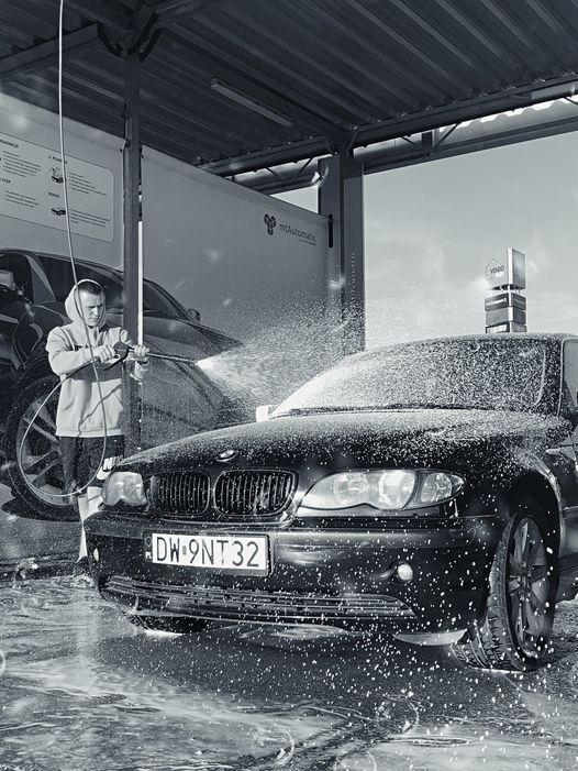 Василь дуже пишався своєю машиною